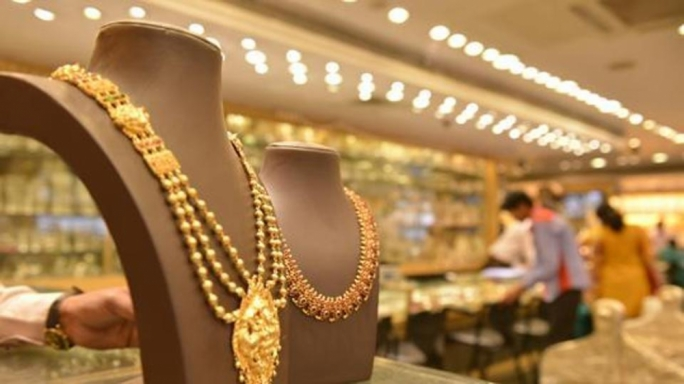 Man charged with buying €270,000 worth of jewellery using fake cash