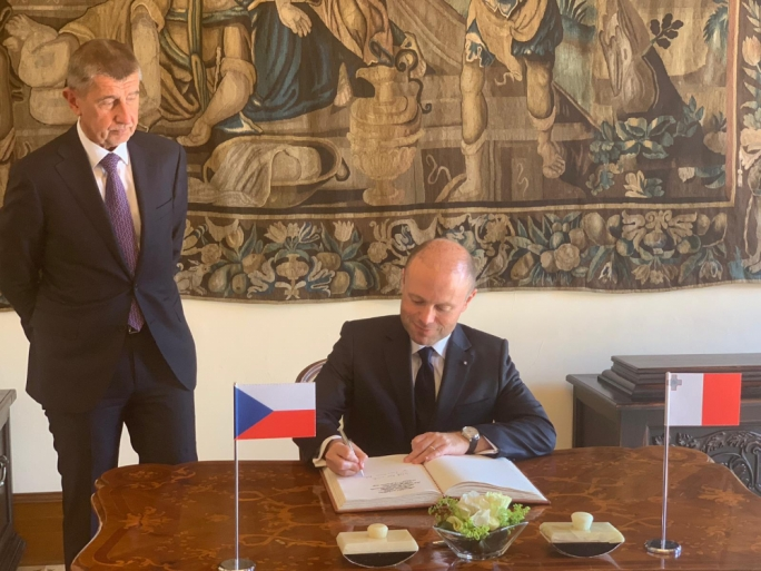 Joseph Muscat signing the guest book at the Czech prime minister's office