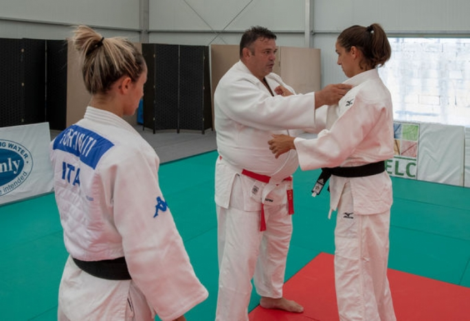 Daniel Lascau (centre) during the IJF level one practical session with Olympic Champion Giulia Quintavalle from Italy (right) and 2012 olympic bronze medallist Rosalba Forciniti from Italy (left)