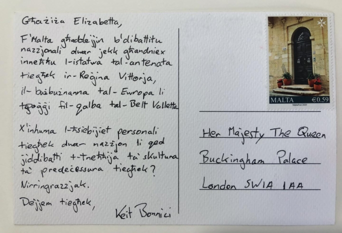 What would Liz say? Artist sends Buckingham Palace postcard on Queen Vic statue