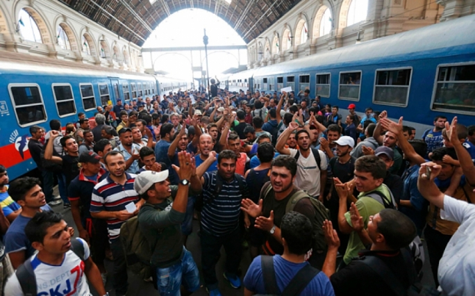 Hungarian PM to meet with EU leaders as thousands remain stranded