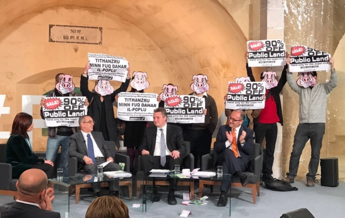 [WATCH] Mizzi stunned by 'pig mask' protest in Gvern Li Jisma' meeting