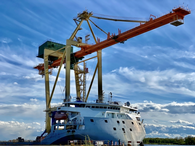 Hili Company's container terminal in Latvia receives delivery of large crane