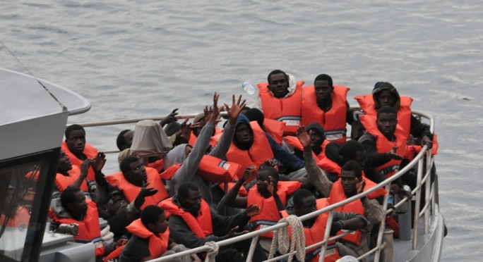 Italy arrests 10 suspected people smugglers
