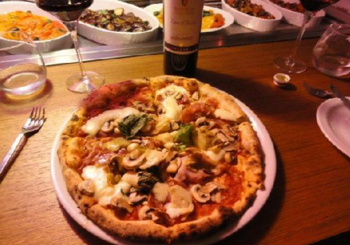 Monelli | The naughtiness of Neapolitan pizza
