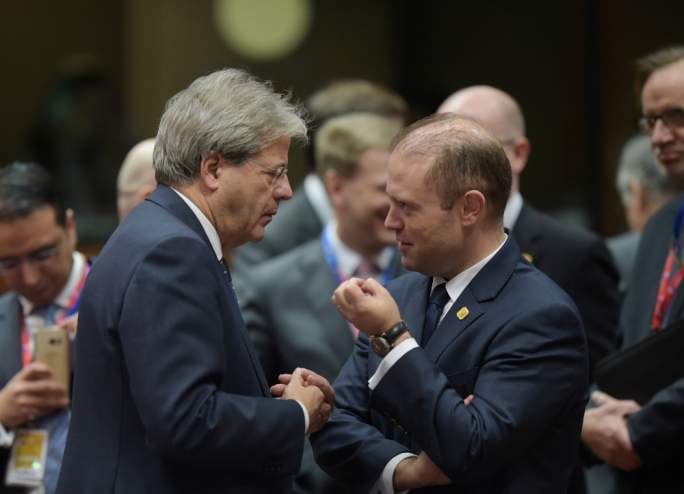 Prime minister Joseph Muscat with his Italian counterpart Paolo Gentiloni (Photo: Ray Attard)