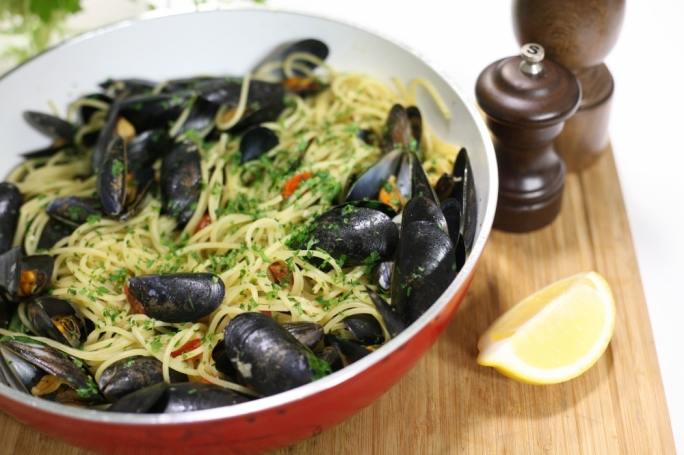 Spaghetti with mussels and chorizo