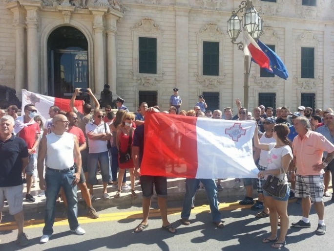 Updated | Hardcore 'nationalists' take to the streets in Valletta