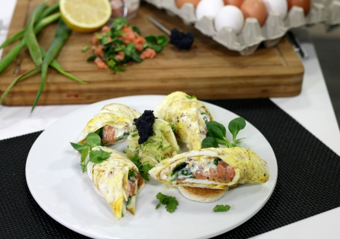 [WATCH] Smoked salmon omelette rolls with shredded potato salad
