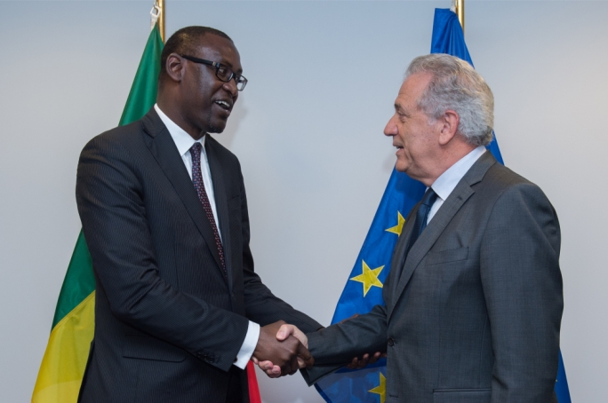 Handshake between Mali foreign minister Abdoulaye Diop, on the left, and EU Commissioner for home affairs Dimitris Avramopoulos