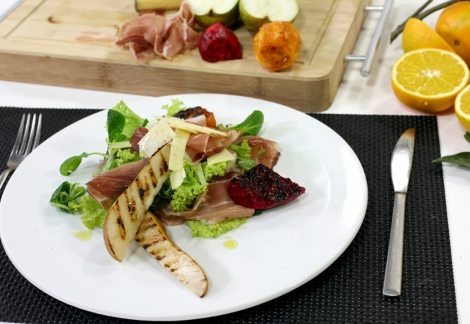 [WATCH] Grilled fruit salad with speck and orange dressing