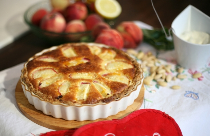 [WATCH] Peach and almond frangipane
