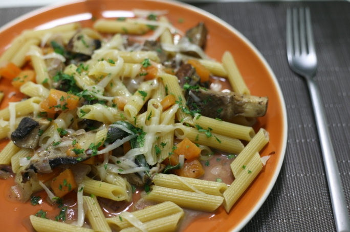 Winter penne with mushrooms and pumpkin