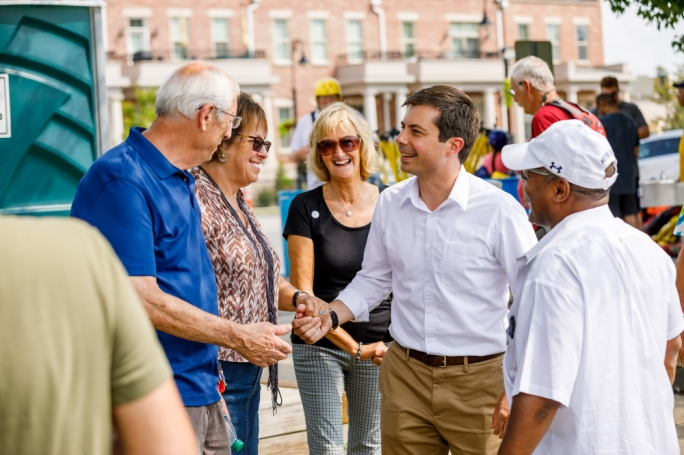 Mayor Pete Buttigieg (right)