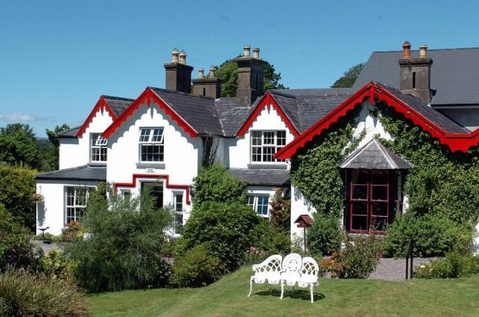 For fine dining, check out Rozzers Restaurant, on the shores of Lakes Killarney