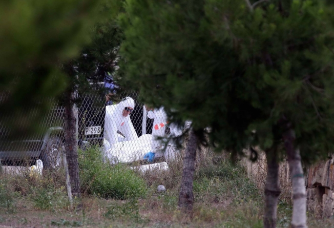 Forensic experts taking the bodies of the five Frenchmen away (Photo: Omar Camilleri/DOI)