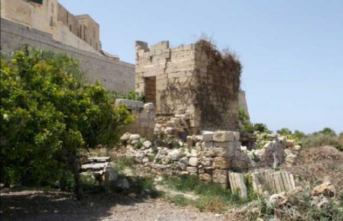 Aerial photos showed that the roofs of three rooms below the Mdina bastions had collapsed before 1967