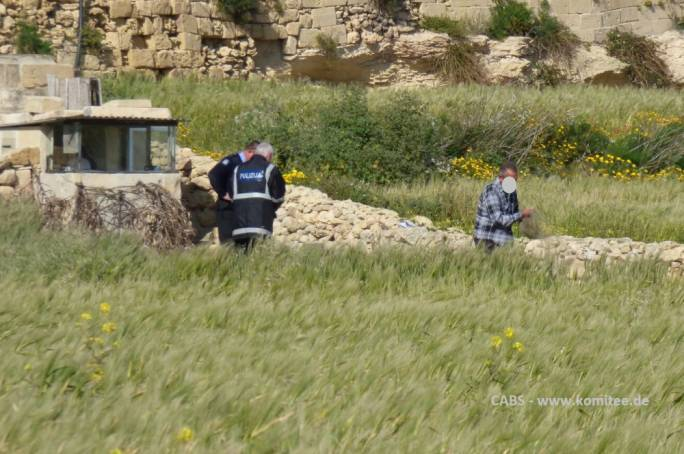 Police officers and a bird trapper removing his nets in Santa Lucija (Gozo) in March 2018 (Photo: CABS)