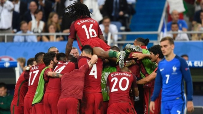 Portugal players celebrating Eder's goal on the 109th minute