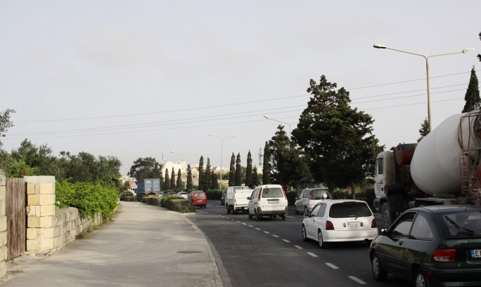 Third lane and cycle lane for Vjal l-Avjazzjoni