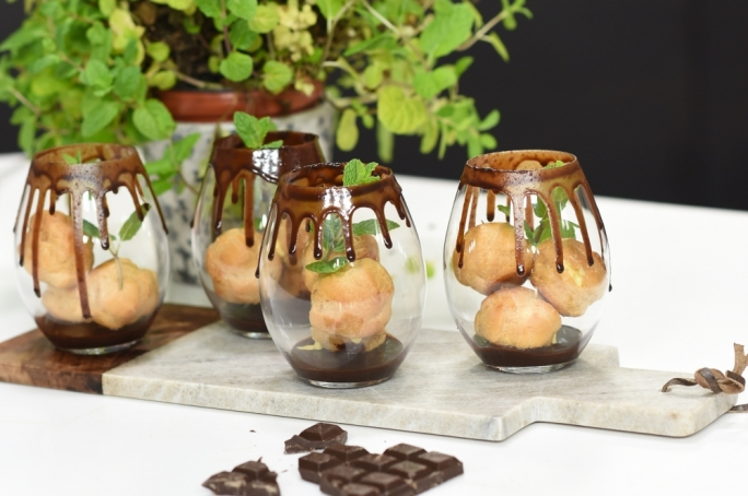 Profiteroles in Baileys chocolate cream