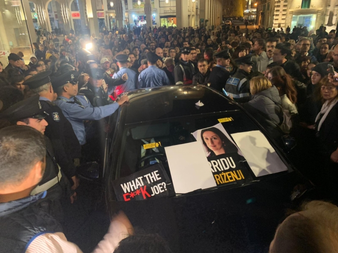 [WATCH] Angry protestors surround justice minister's car outside Parliament