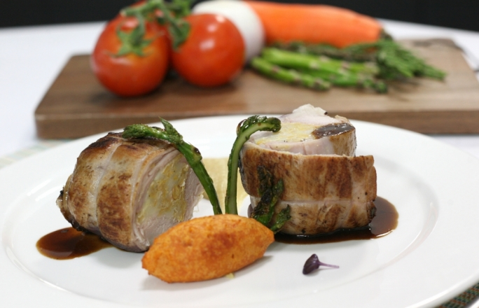 Stuffed rabbit saddle with gbejna and chickpeas