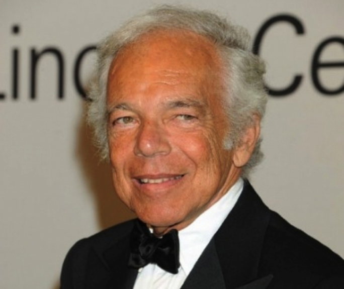Ralph Lauren steps down as company head