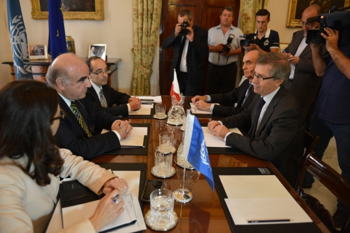 Foreign affairs minister George Vella sits across from UN Special Envoy Bernardino Leon (file photo)