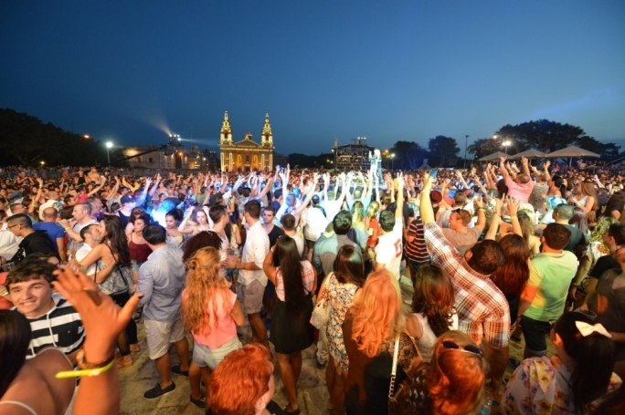 Crowds gathered at the Granaries for Isle of MTV last night. Photo by Ray Attard