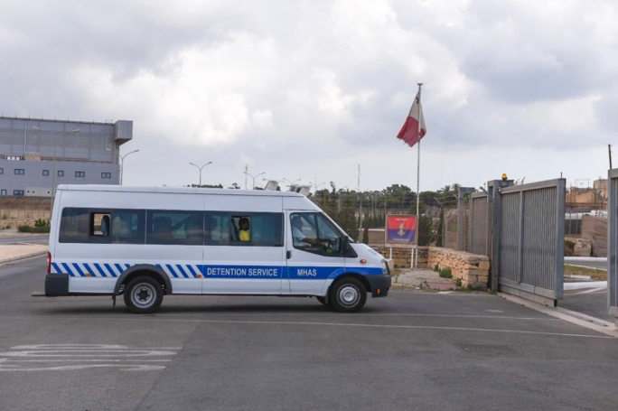 Migrants escape from Ħal Safi detention centre