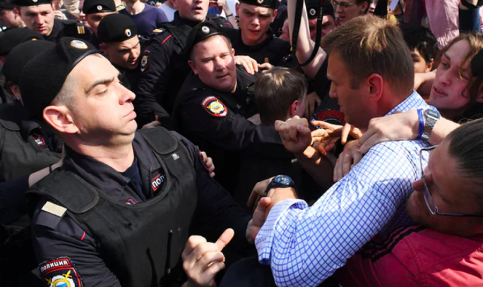 Opposition supporters clash with police during rally against Vladimir Putin