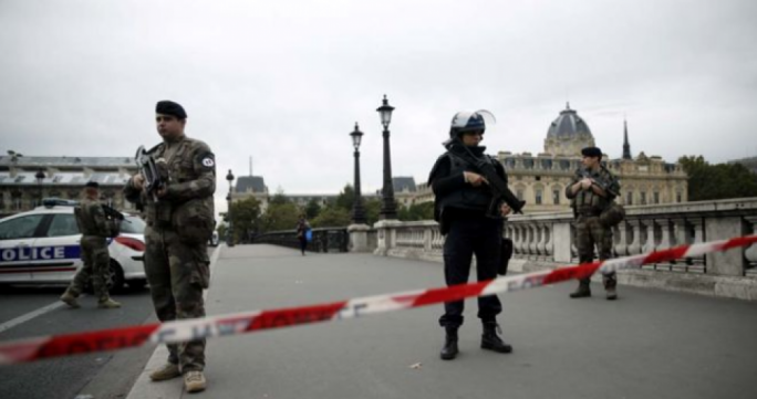 Knife-wielding man kills four police officers in Paris