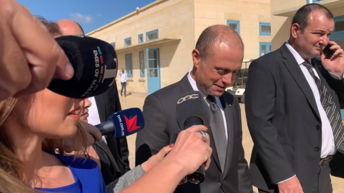 [WATCH] PM refuses to reply to questions, tells journalists he had earlier event to do so