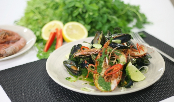 [WATCH] Mediterranean shellfish with salsa verde