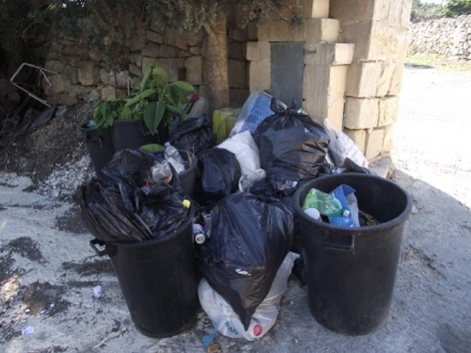 35 people fined this month for taking garbage bags out at the wrong time