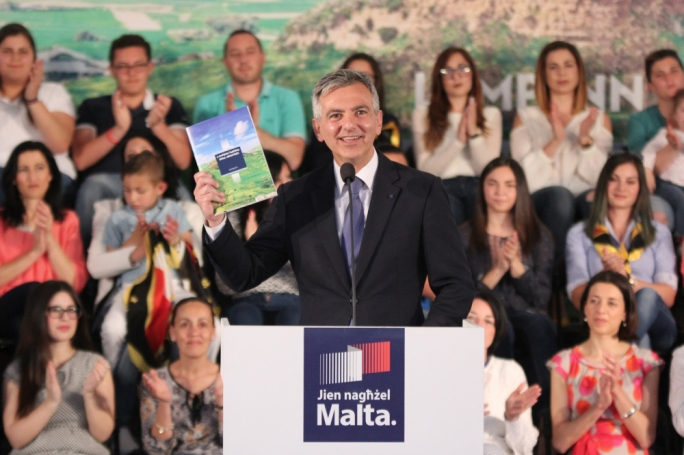 Simon Busuttil displays the PN's proposals for Gozo at a political activity in Ghajnsielem