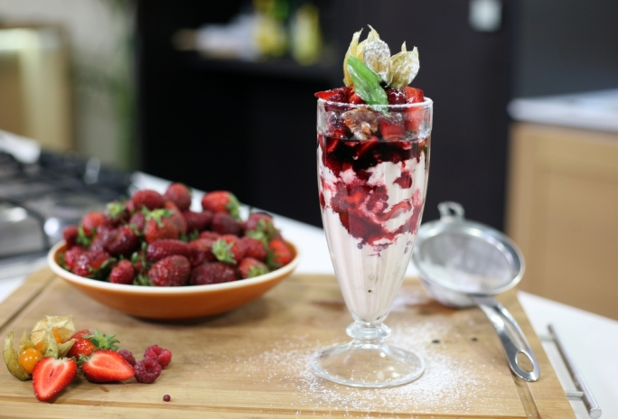 [WATCH] Strawberry trifle
