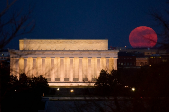 A supermoon rises near the Lincoln Memorial in Washington, D.C., on March 19, 2011. Credit: NASA/Bill Ingalls