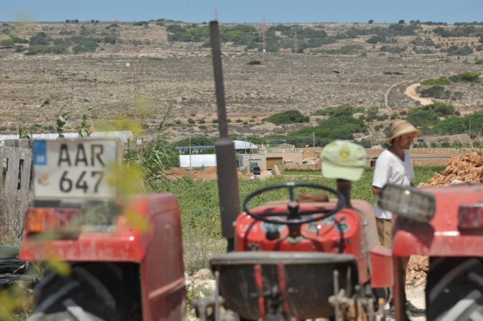[WATCH] Mellieha farmers fear fireworks 'time-bomb'