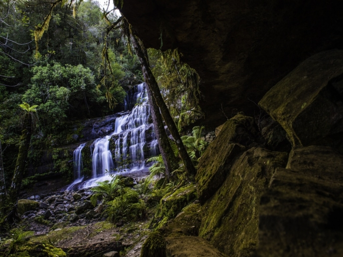 On calm days, it is possible to trek right down around the gorge's rocky sides and all the way down to the waters edge