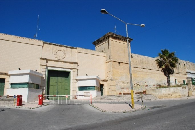 Prison to allow visitors from Friday