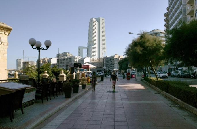 A photomontage of the proposed skyscraper at Qui Si Sana, Sliema