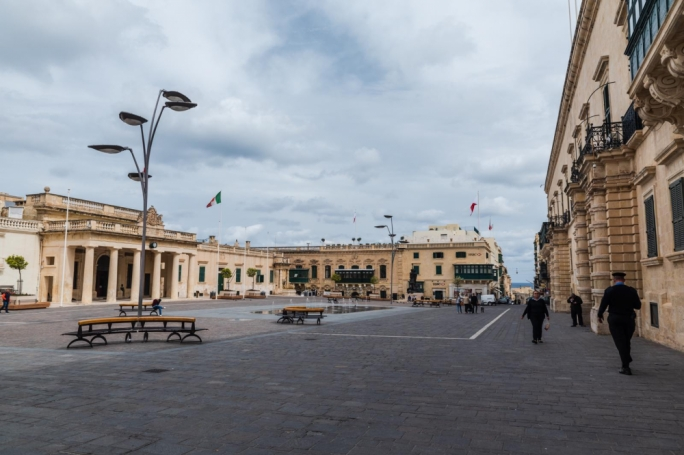 Valletta's St George's Square: The pigeons have claimed the square and the fountain all for themselves