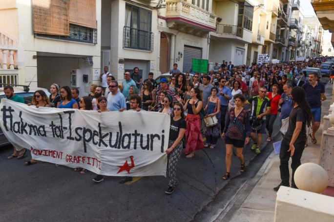 A few hundred citizens filled the street leading up to the Malta Developers Association offices in Pietá (Photo: James Bianchi/MediaToday)