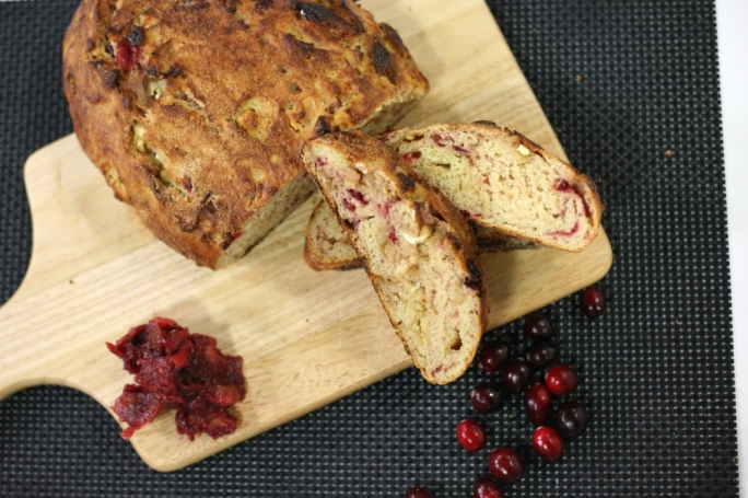 [WATCH] White chocolate and cranberry bread
