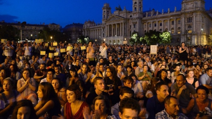 Hundreds continue protests in Budapest as authorities block train stations