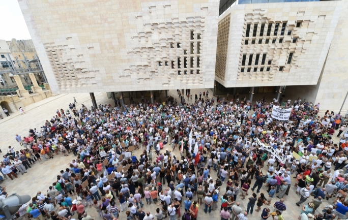 Civil society protest to call for resignations of Mizzi and Schembri