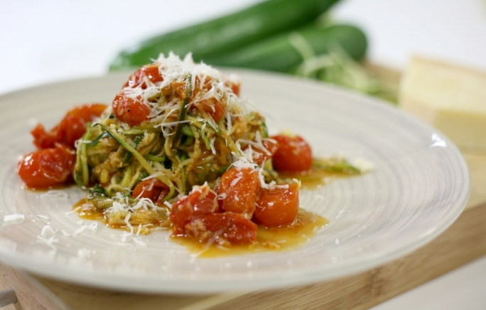 [WATCH] Zucchini spaghetti with a cherry tomato sauce